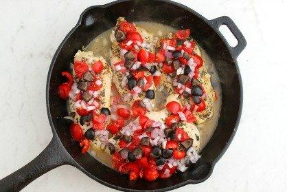 Low Carb Mediterranean Skillet Chicken